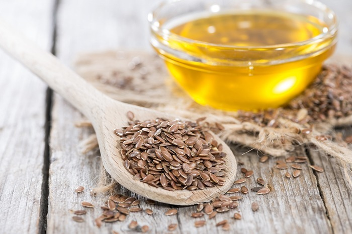 Unrefined-Honey-and-whole-flax-seeds
