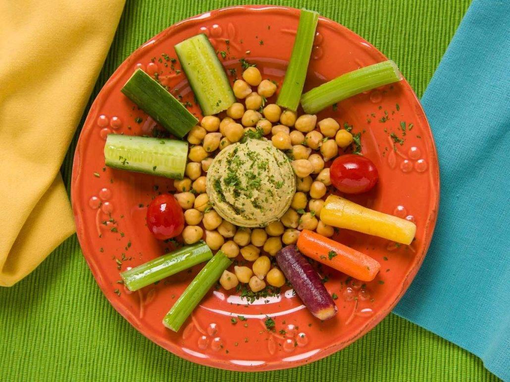 Creamy Hummus with Artichokes