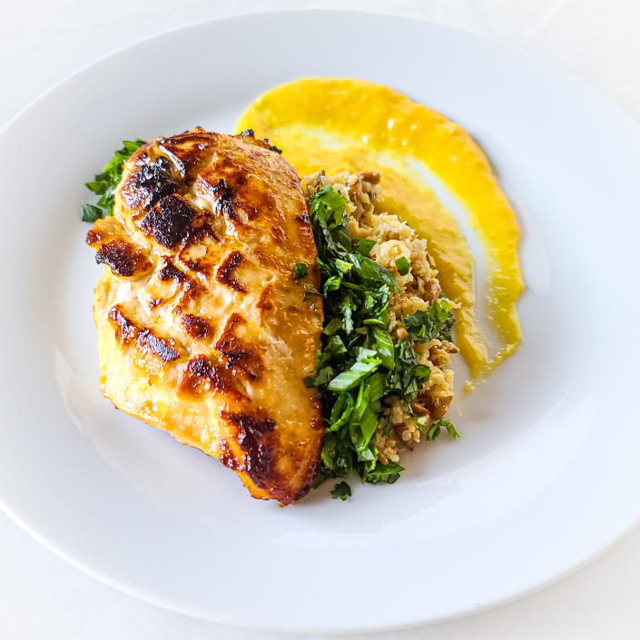 Plate with Grilled Mango Chicken With Cauliflower Rice