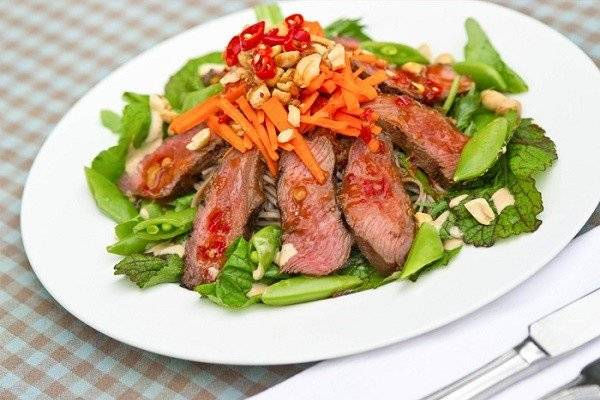 Vietnamese Salad with Steak