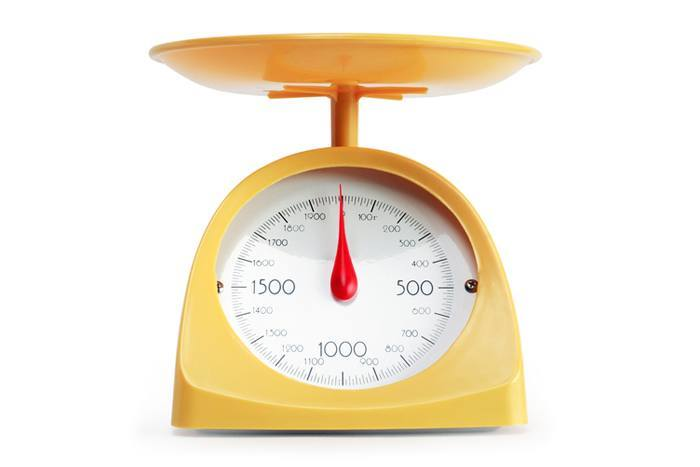 yellow-retro-kitchen-scale